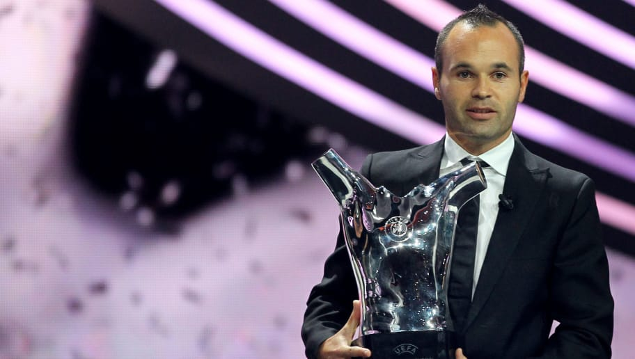 "Spanish player Andre Iniesta poses with the ""UEFA Best Player in Europe 2012 Award"", on August 30, 2012 in Monaco before the Champions League group stage draw. AFP PHOTO / VALERY HACHE        (Photo credit should read VALERY HACHE/AFP/GettyImages)"