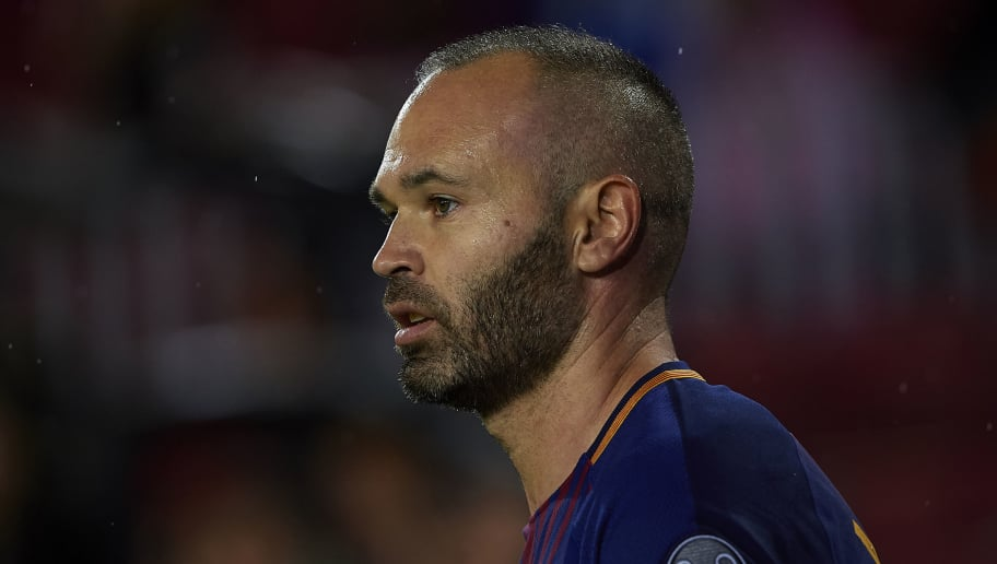BARCELONA, SPAIN - OCTOBER 18:  Andres Iniesta of Barcelona looks on during the UEFA Champions League group D match between FC Barcelona and Olympiakos Piraeus at Camp Nou on October 18, 2017 in Barcelona, Spain.  (Photo by Manuel Queimadelos Alonso/Getty Images)