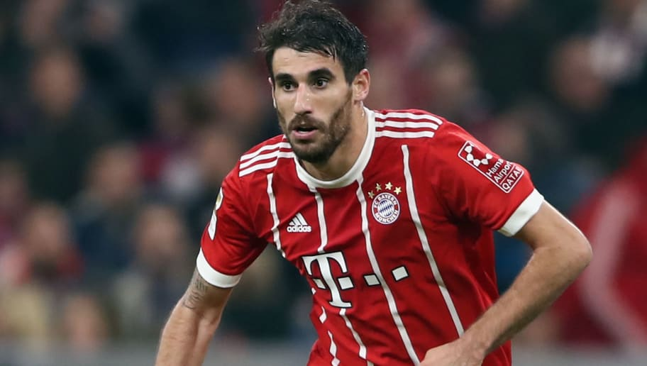 MUNICH, GERMANY - OCTOBER 28:  Javi Martinez of Muenchen controls the ball during the Bundesliga match between FC Bayern Muenchen and RB Leipzig at Allianz Arena on October 28, 2017 in Munich, Germany.  (Photo by Alex Grimm/Bongarts/Getty Images)