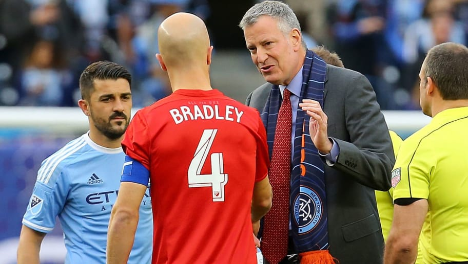 NEW YORK, NY - MARCH 13: New York City Mayor Bill de Blasio, Michael Bradley #4 of Toronto FC and David Villa #7 of New York City FC shake hands prior to the start of the match at Yankee Stadium on March 13, 2016 in the Bronx borough of New York City. (Photo by Mike Stobe/Getty Images)