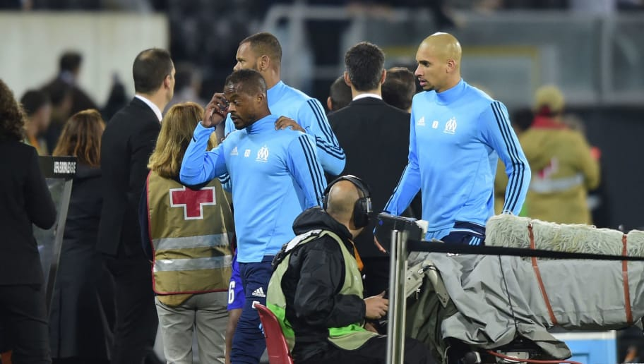 Marseille's French defender Patrice Evra (C) leaves the pitch after an incident with Marseille supporters before the start of the UEFA Europa League group I football match Vitoria SC vs Marseille at D. Afonso Henriques stadium in Guimaraes on November 2, 2017. / AFP PHOTO / MIGUEL RIOPA        (Photo credit should read MIGUEL RIOPA/AFP/Getty Images)
