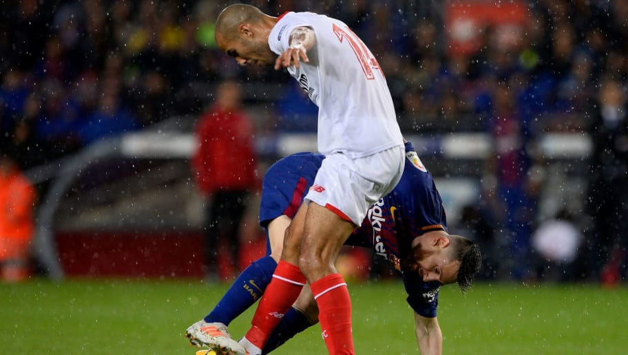 Barcelona's Argentinian forward Lionel Messi (R) challenges Sevilla's Argentinian midfielder Guido Pizarro during the Spanish league football match FC Barcelona vs Sevilla FC at the Camp Nou stadium in Barcelona on November 4, 2017. / AFP PHOTO / Josep LAGO        (Photo credit should read JOSEP LAGO/AFP/Getty Images)