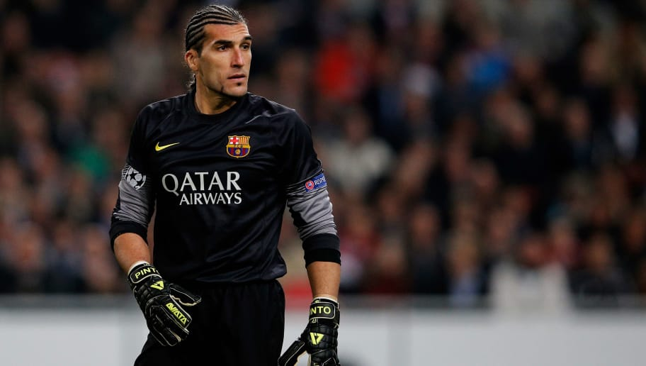 AMSTERDAM, NETHERLANDS - NOVEMBER 26:  Goalkeeper, Jose Manuel Pinto of Barcelona looks on during the UEFA Champions League Group H match between Ajax Amsterdam and FC Barcelona at Amsterdam Arena on November 26, 2013 in Amsterdam, Netherlands.  (Photo by Dean Mouhtaropoulos/Getty Images)