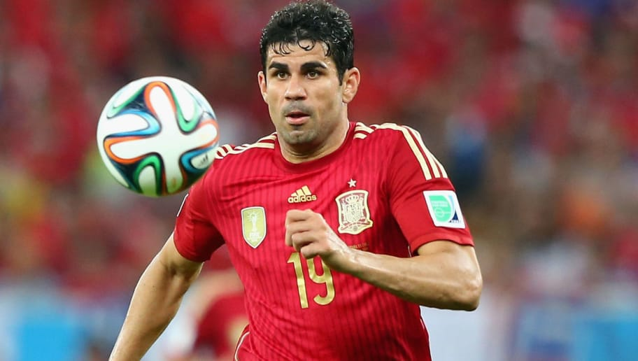 RIO DE JANEIRO, BRAZIL - JUNE 18:  Diego Costa of Spain controls the ball during the 2014 FIFA World Cup Brazil Group B match between Spain and Chile at Maracana on June 18, 2014 in Rio de Janeiro, Brazil.  (Photo by Jamie Squire/Getty Images)
