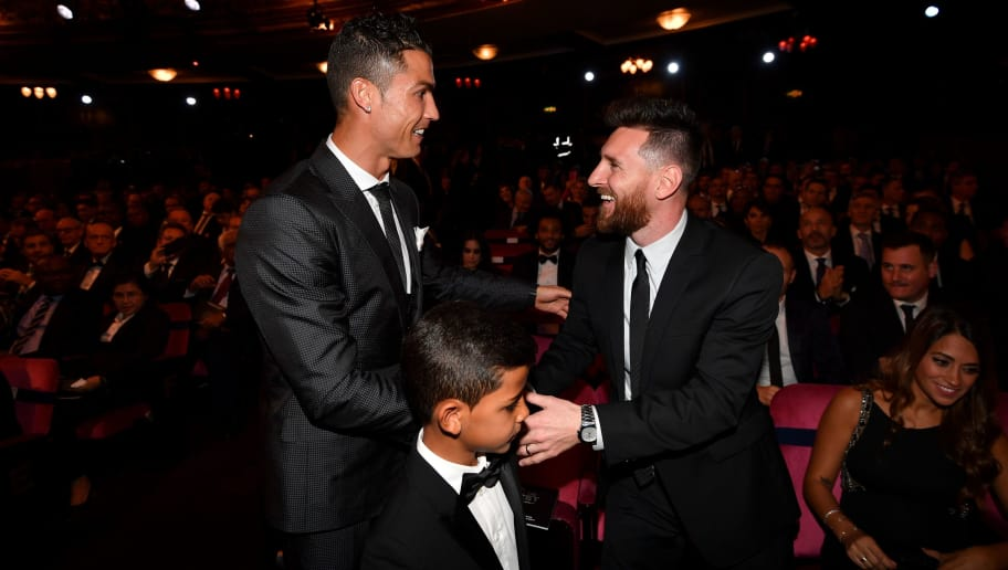 Nominees for the Best FIFA football player, Barcelona and Argentina forward Lionel Messi (R) and Real Madrid and Portugal forward Cristiano Ronaldo (L) chat before taking their seats for The Best FIFA Football Awards ceremony, on October 23, 2017 in London. / AFP PHOTO / Ben STANSALL        (Photo credit should read BEN STANSALL/AFP/Getty Images)
