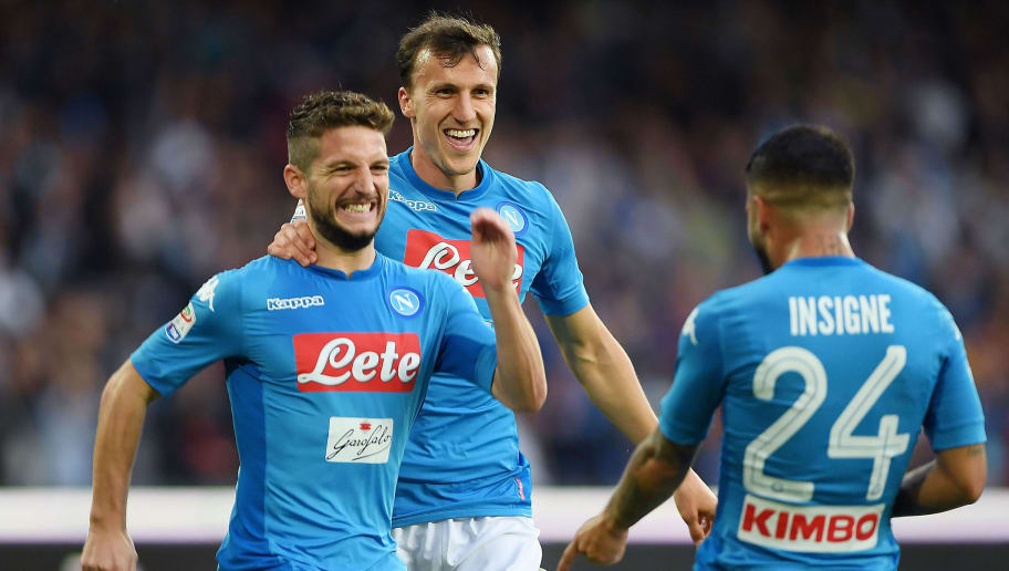 NAPLES, ITALY - OCTOBER 29:  Vlad Chiriches, Dries Mertens and Lorenzo Insigne of SSC Napoli celebrate the 3-1 goal scored by Dries Mertens during the Serie A match between SSC Napoli and US Sassuolo at Stadio San Paolo on October 29, 2017 in Naples, Italy.  (Photo by Francesco Pecoraro/Getty Images)