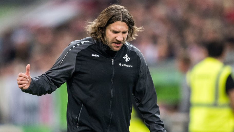 DUESSELDORF, GERMANY - OCTOBER 20: Head Coach Torsten Frings of Darmstadt reacts on the sideline during the Second Bundesliga match between Fortuna Duesseldorf and SV Darmstadt 98 at Esprit-Arena on October 20, 2017 in Duesseldorf, Germany. (Photo by Lukas Schulze/Bongarts/Getty Images)