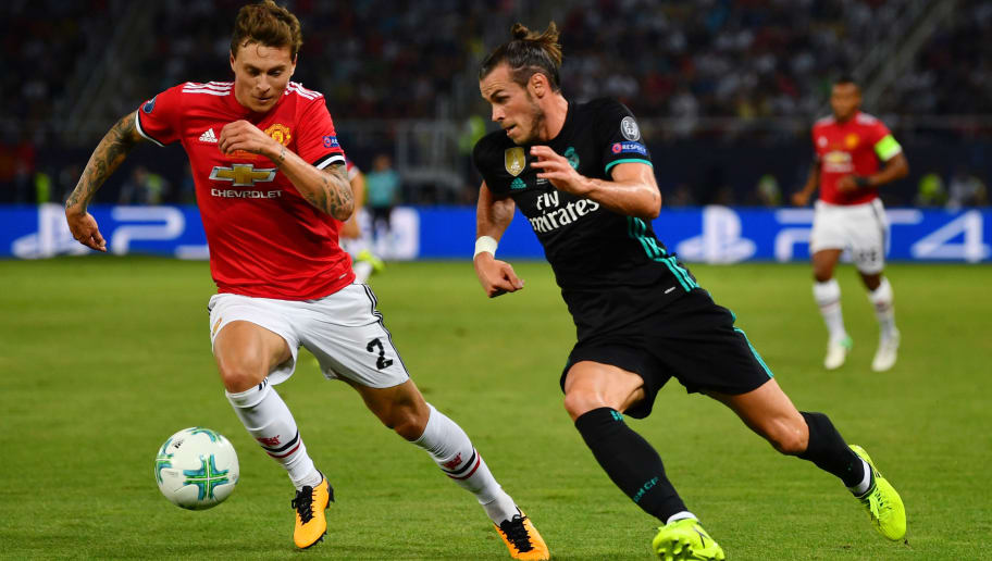 SKOPJE, MACEDONIA - AUGUST 08: Gareth Bale of Real Madrid attempts to get past Victor Lindelof of Manchester United during the UEFA Super Cup final between Real Madrid and Manchester United at the Philip II Arena on August 8, 2017 in Skopje, Macedonia.  (Photo by Dan Mullan/Getty Images)