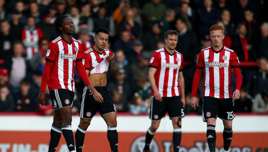 BRENTFORD, ENGLAND - OCTOBER 21:  Brentford players look dejected after conceding their third goal during the Sky Bet Championship match between Brentford and Sunderland at Griffin Park on October 21, 2017 in Brentford, England.  (Photo by Jordan Mansfield/Getty Images)