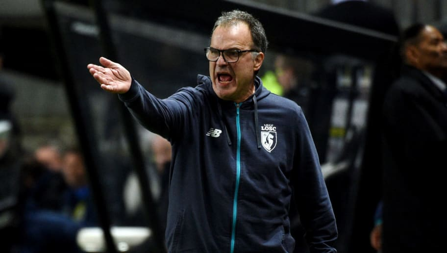 Lille's Argentinian head coach Marcelo Bielsa shouts and gestures during the French L1 football match between Amiens and Lille (LOSC) on November 20, 2017 at the Licorne stadium, in Amiens.  / AFP PHOTO / FRANCOIS LO PRESTI        (Photo credit should read FRANCOIS LO PRESTI/AFP/Getty Images)