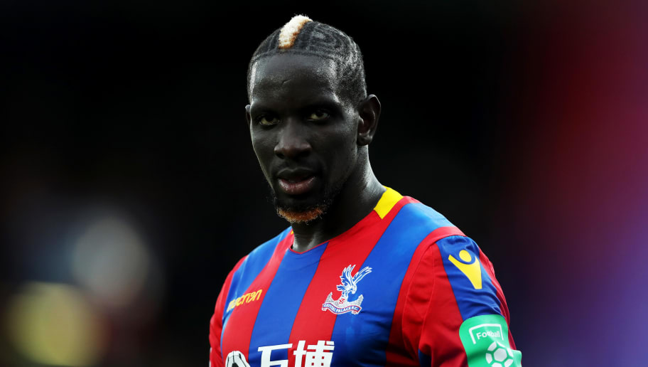 LONDON, ENGLAND - OCTOBER 14:  Mamadou Sakho of Crystal Palace looks on during the Premier League match between Crystal Palace and Chelsea at Selhurst Park on October 14, 2017 in London, England.  (Photo by Dan Istitene/Getty Images)