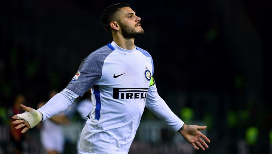 Inter Milan's Argentinian forward Mauro Icardi celebrates after scoring his second goal during  the Italian Serie A football match between Cagliari and Inter Milan on November 25, 2017 at the Sardegna stadium in Cagliari. / AFP PHOTO / ALBERTO PIZZOLI        (Photo credit should read ALBERTO PIZZOLI/AFP/Getty Images)