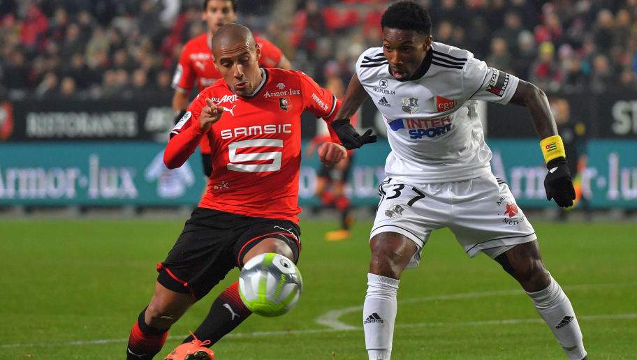 Amiens' French defender Prince Gouano (R) tackles Rennes' Tunisian midfielder Wahbi Khazri during the French L1 football match Rennes vs Amiens on December 2, 2017 in Rennes, western France. / AFP PHOTO / LOIC VENANCE        (Photo credit should read LOIC VENANCE/AFP/Getty Images)