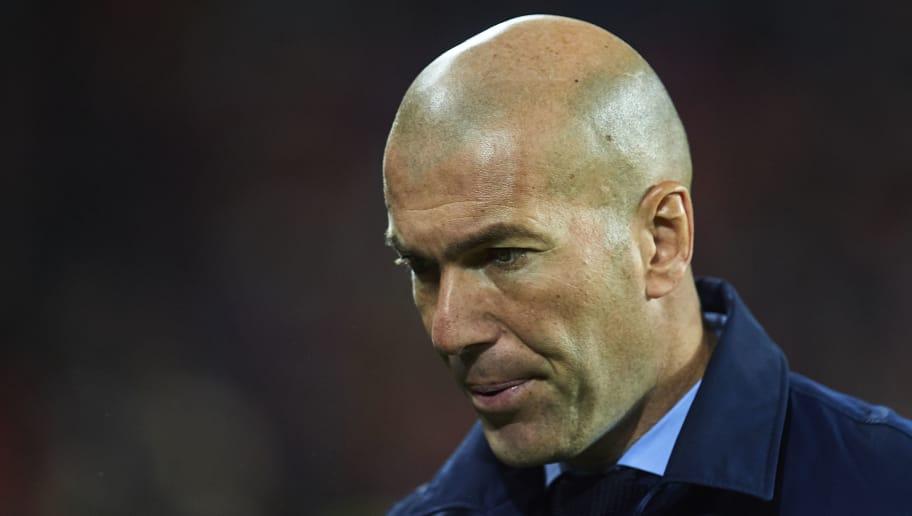 BILBAO, SPAIN - DECEMBER 02:  Zinedine Zidane of Real Madrid CF looks on during the La Liga match between Athletic Club and Real Madrid at Estadio de San Mames on December 2, 2017 in Bilbao, Spain.  (Photo by Juan Manuel Serrano Arce/Getty Images)