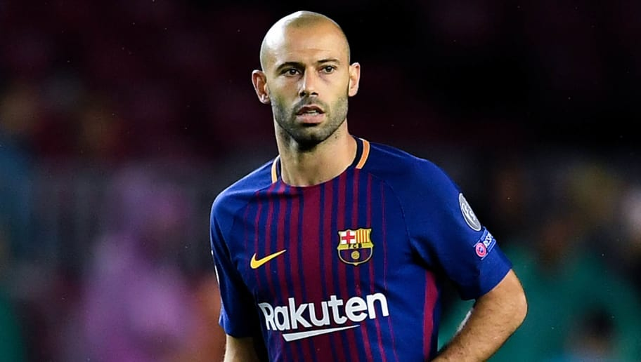 BARCELONA, SPAIN - OCTOBER 18: Javier Mascherano of FC Barcelona runs with the ball during the UEFA Champions League group D match between FC Barcelona and Olympiakos Piraeus at Camp Nou on October 18, 2017 in Barcelona, Spain.  (Photo by David Ramos/Getty Images)