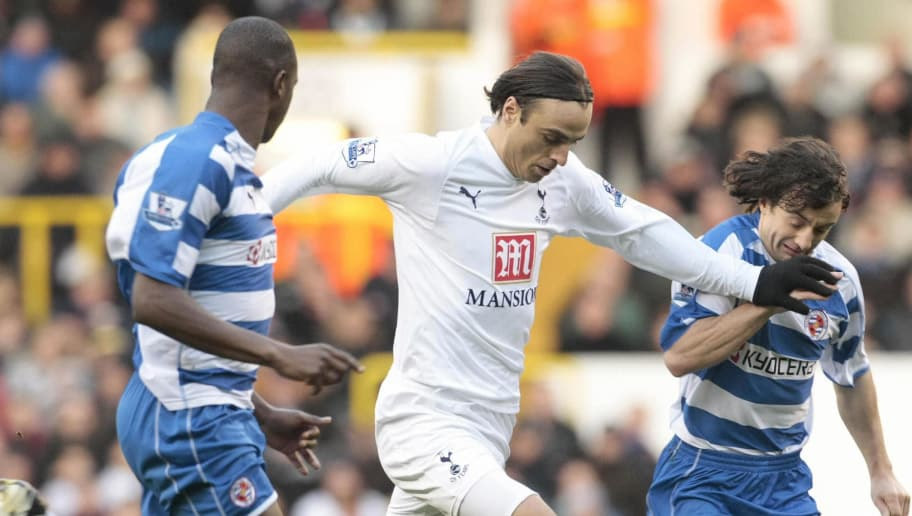Tottenham football player Dimitar Berbatov (C) tackle Reading's Kalifa Cisse (L) during a Premiership football match at the Tottenham ground in North London, 29 December 2007. AFP PHOTO/SHAUN CURRY. Mobile and website use of domestic English football pictures are subject to obtaining a Photographic End User Licence from Football DataCo Ltd Tel : +44 (0) 207 864 9121 or e-mail accreditations@football-dataco.com - applies to Premier and Football League matches. (Photo credit should read SHAUN CURRY/AFP/Getty Images)