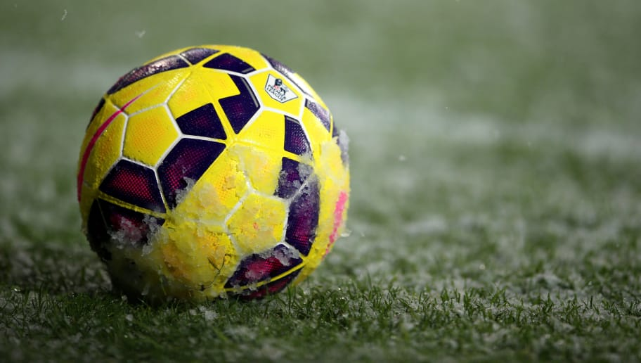 WEST BROMWICH, ENGLAND - DECEMBER 26:  The match ball rests in the snow during the Barclays Premier League match between West Bromwich Albion and Manchester City at The Hawthorns on December 26, 2014 in West Bromwich, England.  (Photo by Scott Heavey/Getty Images)