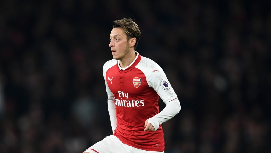 LONDON, ENGLAND - DECEMBER 02:  Mezut Ozil of Arsenal runs with the ball during the Premier League match between Arsenal and Manchester United at Emirates Stadium on December 2, 2017 in London, England.  (Photo by Laurence Griffiths/Getty Images)