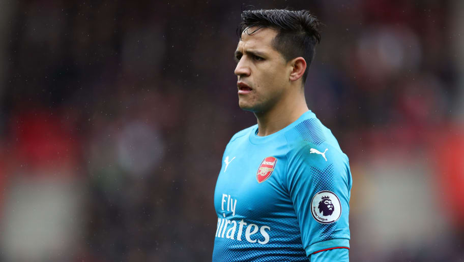 SOUTHAMPTON, ENGLAND - DECEMBER 10: Alexis Sanchez of Arsenal during the Premier League match between Southampton and Arsenal at St Mary's Stadium on December 10, 2017 in Southampton, England. (Photo by Catherine Ivill/Getty Images)