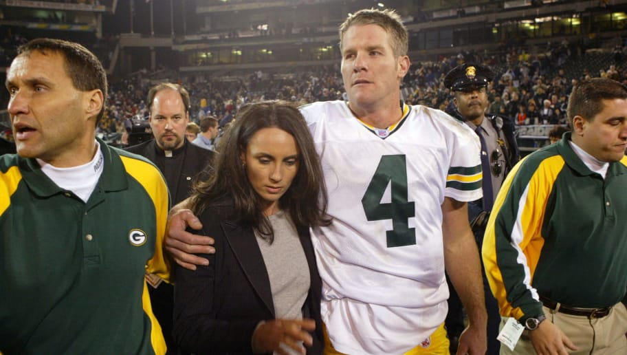OAKLAND, CA - DECEMBER 22:  Brett Favre #4 of the Green Bay Packers leaves the field with his wife Deanne after defeating the Oakland Raiders after an NFL game on December 22, 2003  at the Network Associates Coliseum in Oakland, California.  (Photo by Jed Jacobsohn/Getty Images)