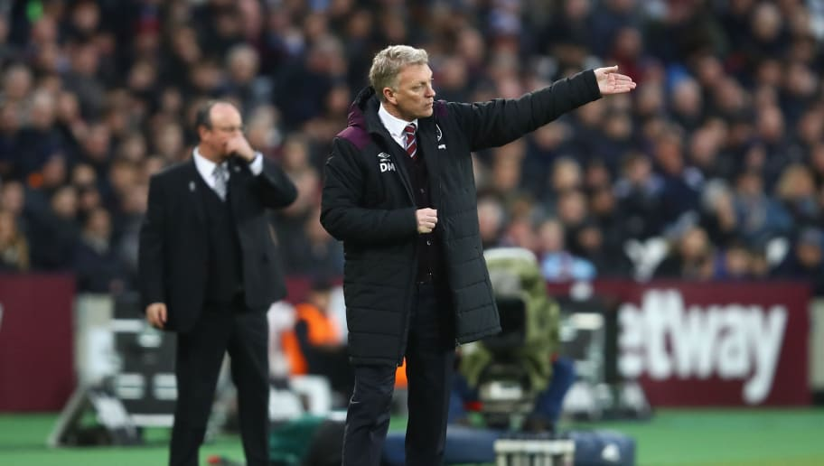 LONDON, ENGLAND - DECEMBER 23:  David Moyes, Manager of West Ham United instructs his side during the Premier League match between West Ham United and Newcastle United at London Stadium on December 23, 2017 in London, England.  (Photo by Julian Finney/Getty Images)