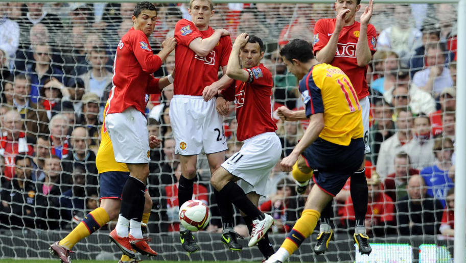 Manchester United wall of (L - R) Cristiano Ronaldo, Darren Fletcher, Ryan Giggs and Michael Carrick react to block Arsenal's Dutch forward Robin Van Persie's free kick during the English Premier League football match between Manchester United and Arsenal at Old Trafford, Manchester, north-west England, on May 16, 2009. AFP PHOTO/ADRIAN DENNIS.  FOR EDITORIAL USE ONLY Additional licence required for any commercial/promotional use or use on TV or internet (except identical online version of newspaper) of Premier League/Football League photos. Tel DataCo +44 207 2981656. Do not alter/modify photo. (Photo credit should read ADRIAN DENNIS/AFP/Getty Images)