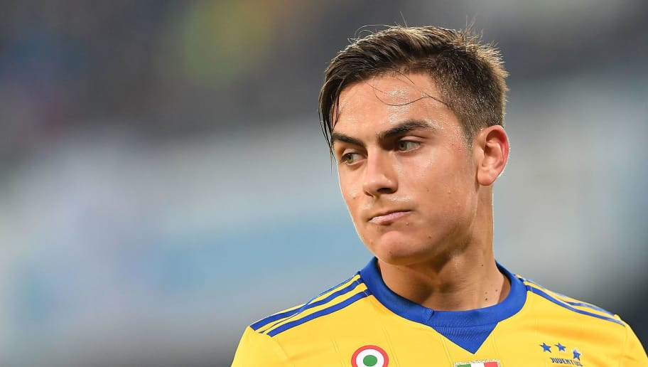 NAPLES, ITALY - DECEMBER 01:  Paulo Dybala of Juventus in action during the Serie A match between SSC Napoli and Juventus at Stadio San Paolo on December 1, 2017 in Naples, Italy.  (Photo by Francesco Pecoraro/Getty Images)