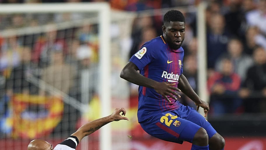 VALENCIA, SPAIN - NOVEMBER 26:  Simone Zaza (L) of Valencia competes for the ball with Samuel Umtiti of Barcelona during the La Liga match between Valencia and Barcelona at Estadio Mestalla on November 26, 2017 in Valencia, Spain.  (Photo by Fotopress/Getty Images)