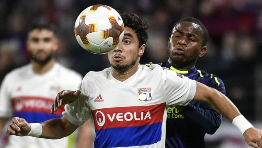 Everton's English striker Ademola Lookman (R) vies with Lyon's Brazilian defender Rafael da Silva during the Europa League (C3) football match Olympique Lyonnais (OL) versus Everton FC on November 2, 2017 at the Groupama Stadium in Decines-Charpieu, central-eastern France.  / AFP PHOTO / JEFF PACHOUD        (Photo credit should read JEFF PACHOUD/AFP/Getty Images)