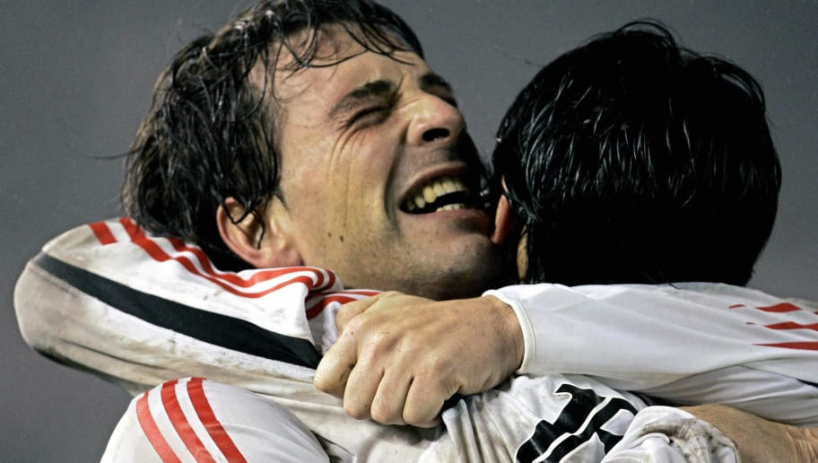 BUENOS AIRES, ARGENTINA:  River Plate's defender Horacio Ameli (L) congratulates teammate Ernesto Farias after he scored the first goal against Banfield, 16 June 2005 during their Libertadores Cup quarterfinals match held at the Monumental stadium in Buenos Aires, Argentina.   AFP PHOTO/Daniel GARCIA  (Photo credit should read DANIEL GARCIA/AFP/Getty Images)