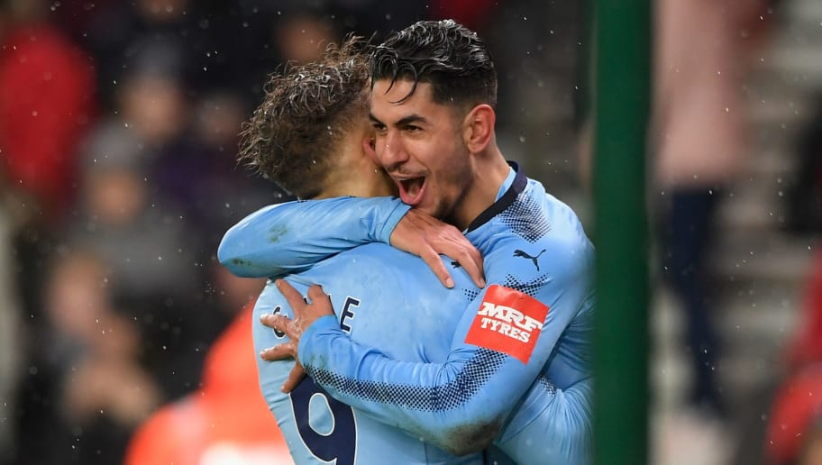 STOKE ON TRENT, ENGLAND - JANUARY 01: Ayoze Perez of Newcastle United celebrates scoring his sides first goal with team mate Dwight Gayle of Newcastle United during the Premier League match between Stoke City and Newcastle United at Bet365 Stadium on January 1, 2018 in Stoke on Trent, England.  (Photo by Stu Forster/Getty Images)