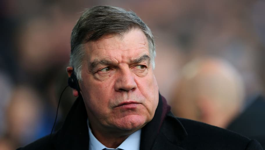 LIVERPOOL, ENGLAND - DECEMBER 23:  Sam Allardyce, Manager of Everton looks on prior to the Premier League match between Everton and Chelsea at Goodison Park on December 23, 2017 in Liverpool, England.  (Photo by Alex Livesey/Getty Images)