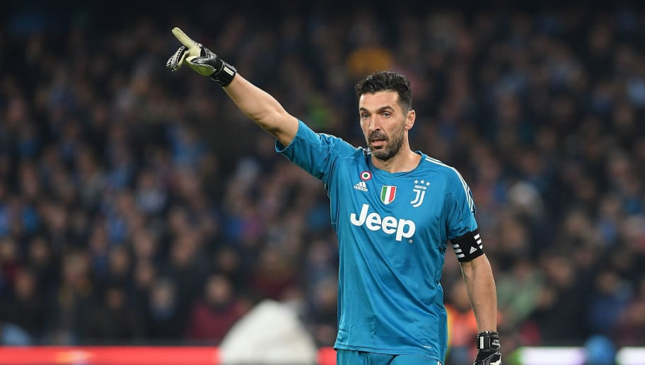 NAPLES, ITALY - DECEMBER 01:  Gianluigi Buffon of Juventus in action during the Serie A match between SSC Napoli and Juventus at Stadio San Paolo on December 1, 2017 in Naples, Italy.  (Photo by Francesco Pecoraro/Getty Images)