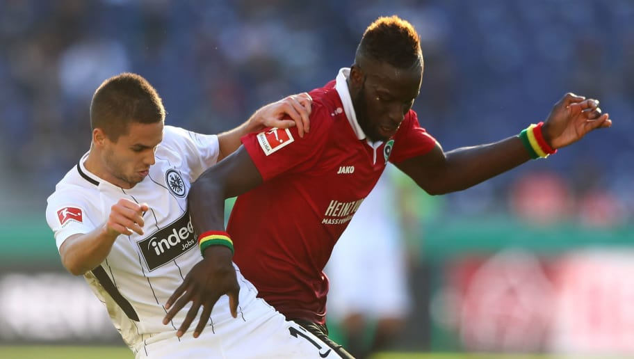 HANOVER, GERMANY - OCTOBER 14:  Salif Sane (R) of Hannover and Mijat Gacinovic of Frankfurt battle for the ball during the Bundesliga match between Hannover 96 and Eintracht Frankfurt at HDI-Arena on October 14, 2017 in Hanover, Germany.  (Photo by Martin Rose/Bongarts/Getty Images)