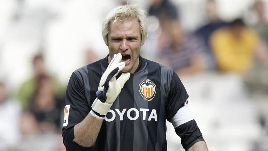 Valencia's goalkeeper Santiago Canizares reacts during their Spanish league football match at Mestalla Stadium in Valencia, on May 18  2008. AFP PHOTO/DIEGO TUSON (Photo credit should read DIEGO TUSON/AFP/Getty Images)