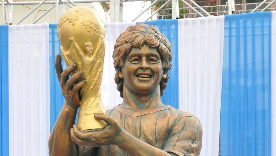A statue of Argentine footballer Diego Maradona is unveiled at the Sribhumi Sporting Club in the Indian city of Kolkata on December 11, 2017. / AFP PHOTO / STR        (Photo credit should read STR/AFP/Getty Images)
