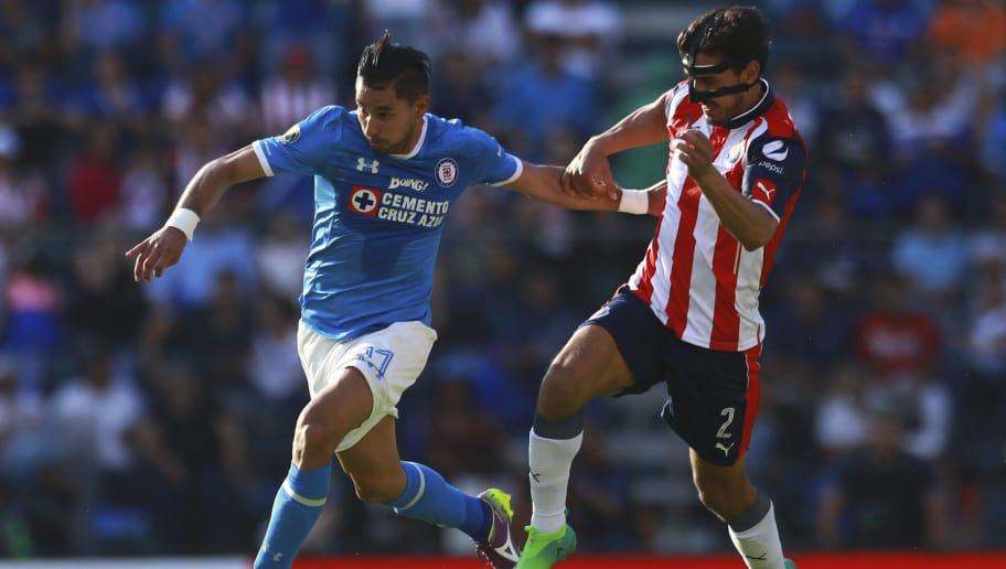 MEXICO CITY, MEXICO - APRIL 22:  Jorge Benitez of Cruz Azul (L) fights for the ball with Oswaldo Alanis of Chivas (R) during the 15th round match between Cruz Azul and Chivas as part of the Torneo Clausura 2017 Liga MX at Azul Stadium on April 22, 2017 in Mexico City, Mexico. (Photo by Miguel Tovar/LatinContent/Getty Images)