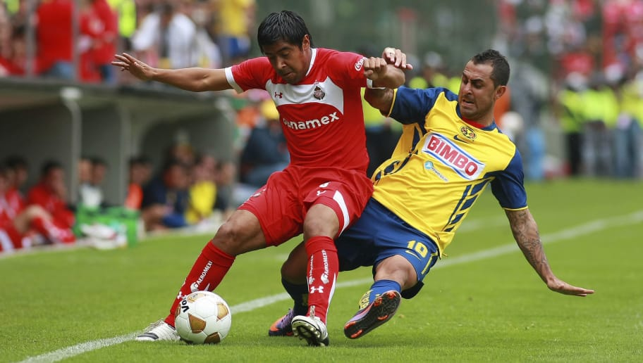 TOLUCA, MEXICO - SEPTEMBER 19:  Manuel Alejandro de la Torre (L) of Toluca struggles for the ball with Daniel Montenegro (R) of America during a match as part of the Apertura 2010 at Nemesio DIez Stadium on September 19, 2010 in Mexico City, Mexico. (Photo by Francisco Estrada/LatinContent/Getty Images)