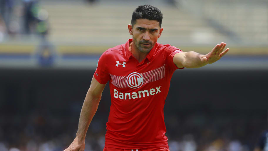 MEXICO CITY, MEXICO - APRIL 09: Antonio Naelson of Toluca gestures during the 13th round match between Pumas UNAM and Toluca as part of the Torneo Clausura 2017 Liga MX at Olimpico Universitario Stadium on April 09, 2017 in Mexico City, Mexico. (Photo by Hector Vivas/LatinContent/Getty Images)