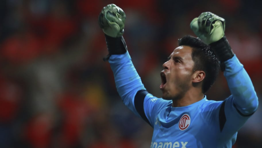 TOLUCA, MEXICO - MAY 18:  Alfredo Talavera goalkeeper of Toluca celebrate after his team scored during the semifinals first leg match between Toluca and Chivas as part of the Torneo Clausura 2017 Liga MX at Nemesio Diez Stadium on May 18, 2017 in Toluca, Mexico. (Photo by Miguel Tovar/LatinContent/Getty Images)