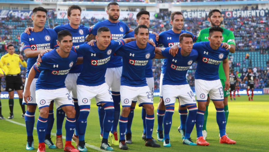 MEXICO CITY, MEXICO - JANUARY 06: Players of Cruz Azul pose prior the first round match between Cruz Azul and Tijuana as part of the Torneo Clausura 2018 Liga MX at Azul Stadium on January 6, 2018 in Mexico City, Mexico.  (Photo by Manuel Velasquez/Getty Images)