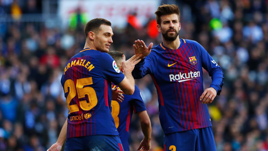MADRID, SPAIN - DECEMBER 23:  Thomas Vermaelen of Barcelona speaks to teammate Gerard Pique during the La Liga match between Real Madrid and Barcelona at Estadio Santiago Bernabeu on December 23, 2017 in Madrid, Spain.  (Photo by Gonzalo Arroyo Moreno/Getty Images)