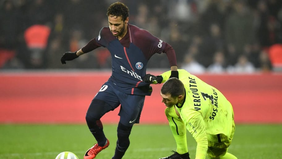 Paris Saint-Germain's Brazilian forward Neymar (L) vies with Caen's French goalkeeper Remy Vercoutre during the French L1 football match between Paris Saint-Germain and Caen at the Parc des Princes stadium in Paris on December 20, 2017.  / AFP PHOTO / FRANCK FIFE        (Photo credit should read FRANCK FIFE/AFP/Getty Images)