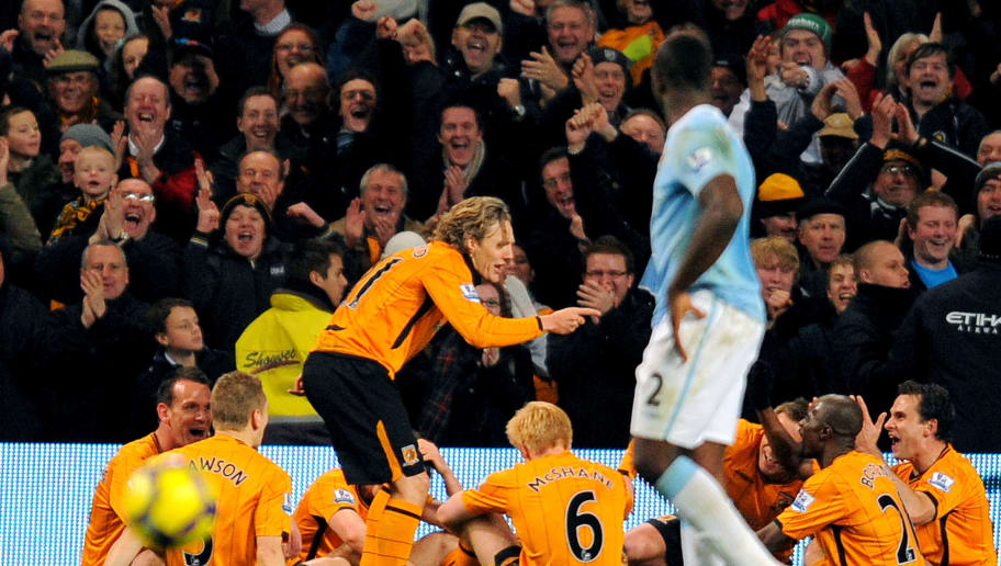 Hull City's English midfielder Jimmy Bullard (C) celebrates after scoring a penalty during the English Premier League football match against Manchester City at The City of Manchester stadium, Manchester,  north-west England on November 28, 2009. AFP PHOTO/ANDREW YATES -  FOR  EDITORIAL USE Additional licence required for any commercial/promotional use or use on TV or internet (except identical online version of newspaper) of Premier League/Football League photos. Tel DataCo +44 207 2981656. Do not alter/modify photo (Photo credit should read ANDREW YATES/AFP/Getty Images)