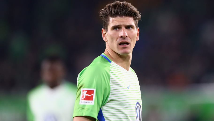WOLFSBURG, GERMANY - NOVEMBER 05: Mario Gomez of Wolfsburg reacts after missing his penalty during the Bundesliga match between VfL Wolfsburg and Hertha BSC at Volkswagen Arena on November 5, 2017 in Wolfsburg, Germany.  (Photo by Martin Rose/Bongarts/Getty Images)