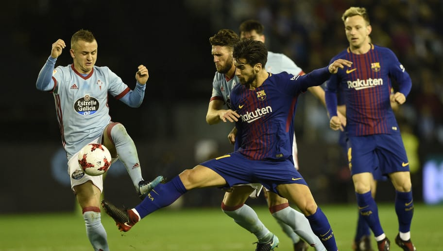 VIGO, SPAIN - JANUARY 04:  Stanislav Lobotka of RC Celta de Vigo competes for the ball with Andre Gomes of FC Barcelona during the Copa del Rey round of 16 first leg match between RC Celta de Vigo and FC Barcelona at Municipal Balaidos on January 4, 2018 in Vigo, Spain. (Photo by Octavio Passos/Getty Images)