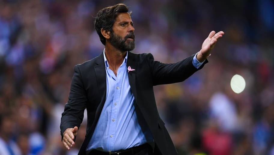 BARCELONA, SPAIN - OCTOBER 13:  Head coach Quique Sanchez Flores of RCD Espanyol argues with the assistant referee after Gerard Moreno of RCD Espanyol (not in picture) scored a disallowed goal during the La Liga match between Espanyol and Levante at Cornella-El Prat stadium on October 13, 2017 in Barcelona, Spain.  (Photo by David Ramos/Getty Images)