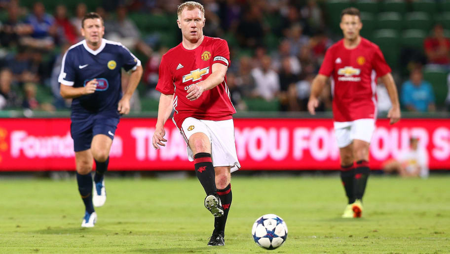 PERTH, AUSTRALIA - MARCH 25: Paul Scholes of the Manchester United Legends crosses the ball during the Manchester United Legends and the PFA Aussie Legends match at nib Stadium on March 25, 2017 in Perth, Australia.  (Photo by Paul Kane/Getty Images)