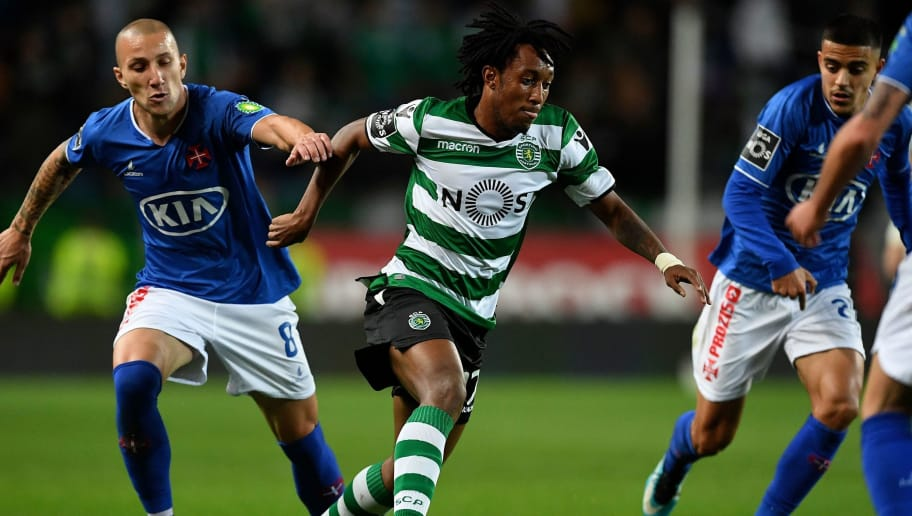 Sporting's Portuguese forward Gelson Martins (2L) vies with Belenenses' Portuguese midfielder Andre Sousa (L) during the Portuguese league football match Sporting CP vs Os Belenenses at the Alvalade stadium in Lisbon on December 1, 2017. / AFP PHOTO / FRANCISCO LEONG        (Photo credit should read FRANCISCO LEONG/AFP/Getty Images)