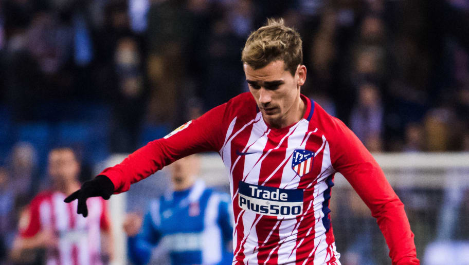 BARCELONA, SPAIN - DECEMBER 22: Antoine Griezmann of Atletico de Madrid conducts the ball during the La Liga match between Espanyol and Atletico Madrid at RCDE Stadium on December 22, 2017 in Barcelona, Spain. (Photo by Alex Caparros/Getty Images)